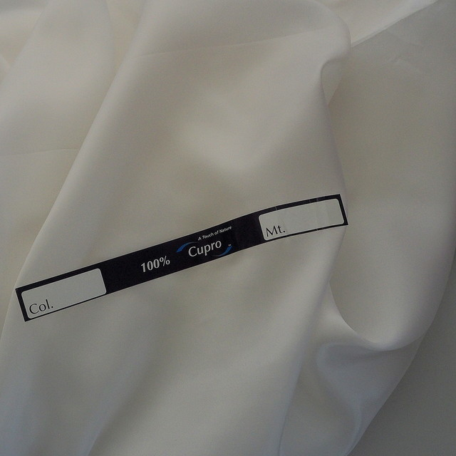 100% Bemberg Pongee Cupro in Weiß