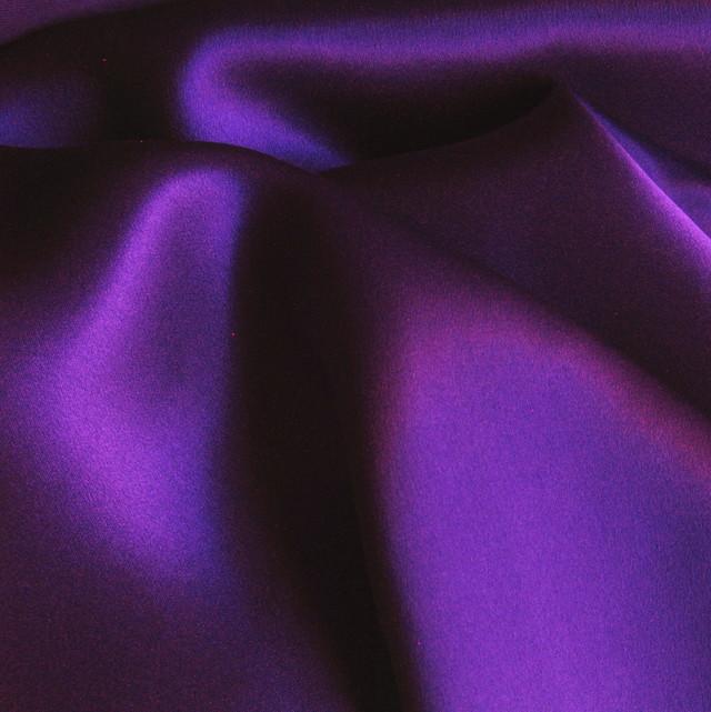 ausgefallene stoffe modestoffe spitzen 100 reine seide farbe lila farbe glanzeffekt lila. Black Bedroom Furniture Sets. Home Design Ideas