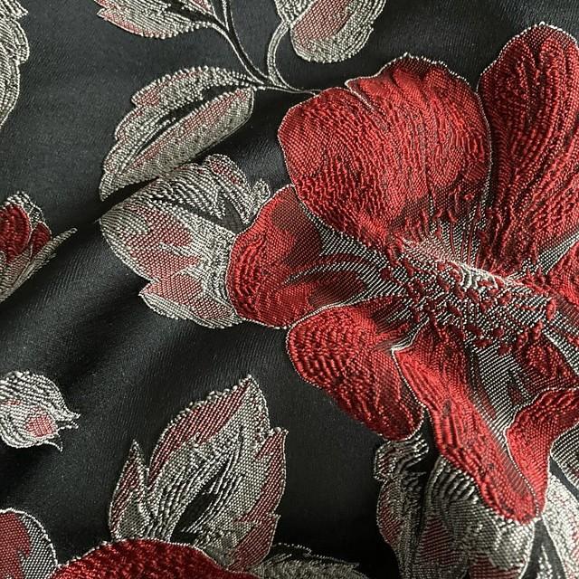 3D Blumen Jacquard in Rot auf grauen Fond