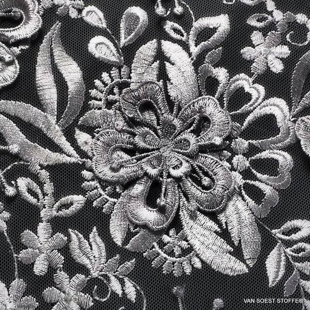 3D Couture Blumen Stickerei in Silbergrau