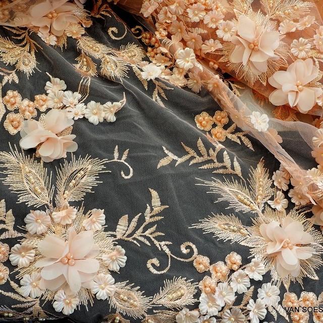 3D Couture Blumen Stickerei mit Perlen Ton in Ton.auf Rosa Tüll.