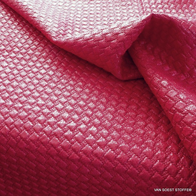 Karo Stepp in Rot