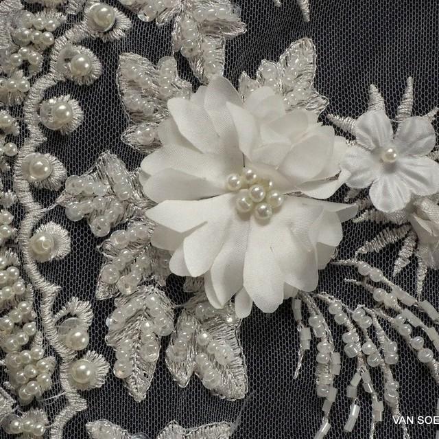 Perlen + Stäbchen mit 3D Couture Blümchen auf Tüll