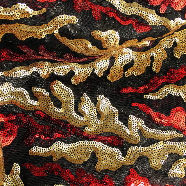 ausgefallene stoffe modestoffe spitzen couture pailletten rot gold schwarz farbe. Black Bedroom Furniture Sets. Home Design Ideas