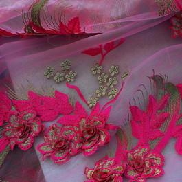 Stoff 3D-Pinkfarbene Blüten auf Rosa Tüll