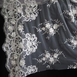 Stoff Blümchen Perlen 3D Spitze in Off-Weiß