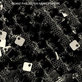 Stoff Karree Glanz Pailletten  auf schwarzen Tüll