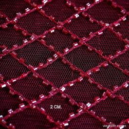 Stoff Romben in Burgund mit Mini Glanz Perl-Stäbchen auf Burgund Farbigen Tüll